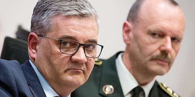 Minister of Defence and Public Service Steven Vandeput and lieutenant general Henk Robberecht pictured during a session of the chamber commission of Defence at the federal parliament, in Brussels, Friday 13 April 2018. Today the commission is discussing the F-16 case. BELGA PHOTO BENOIT DOPPAGNE
